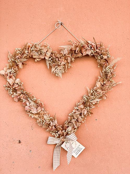 cuore di fiori secchi rosa chiaro
