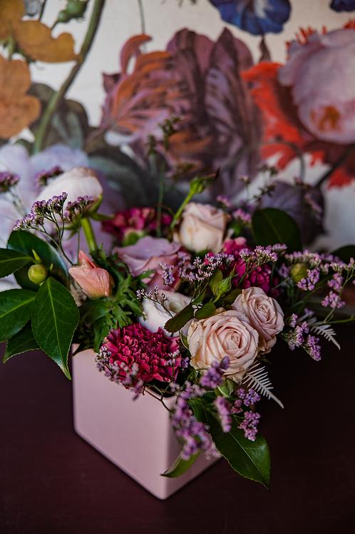 composizione di fiori con vaso