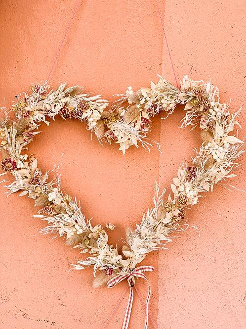 cuore di fiori secchi bianco