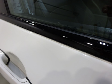 BMW X3の ウインドウモールにカーラッピング、ドアピラーにプロテクションフィルム①/神奈川県相模原市T様