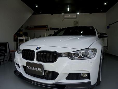 BMW3seriesSedanのルーフ、ルーフモール、ルーフアンテナにカーボン調カーラッピング/東京都日野市S様