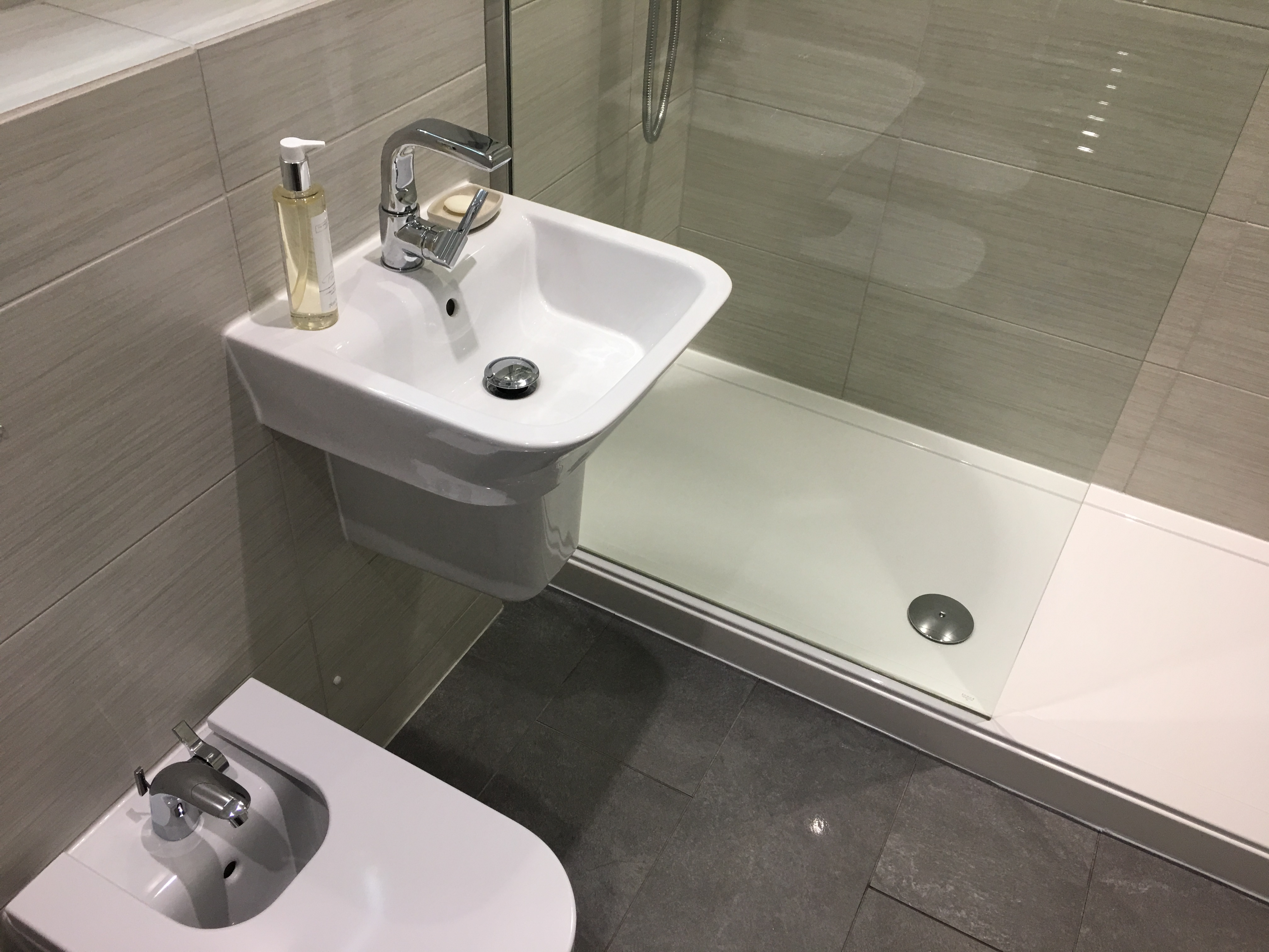 Bathroom L2