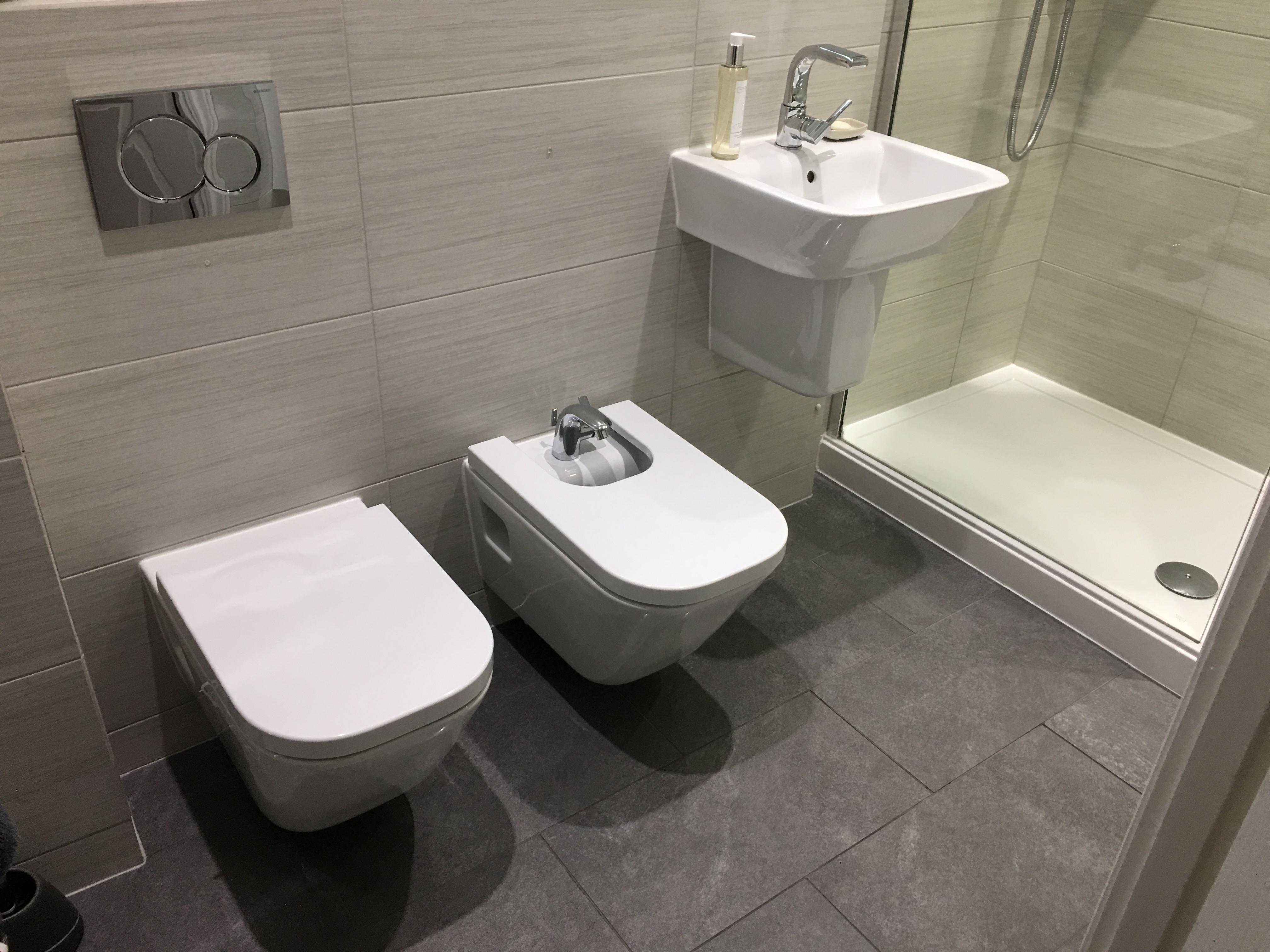 Bathroom L1