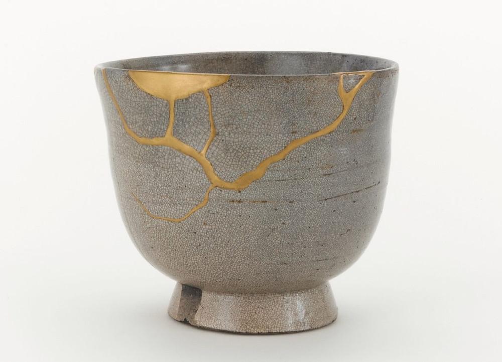 kintsugi mending broken ceramics