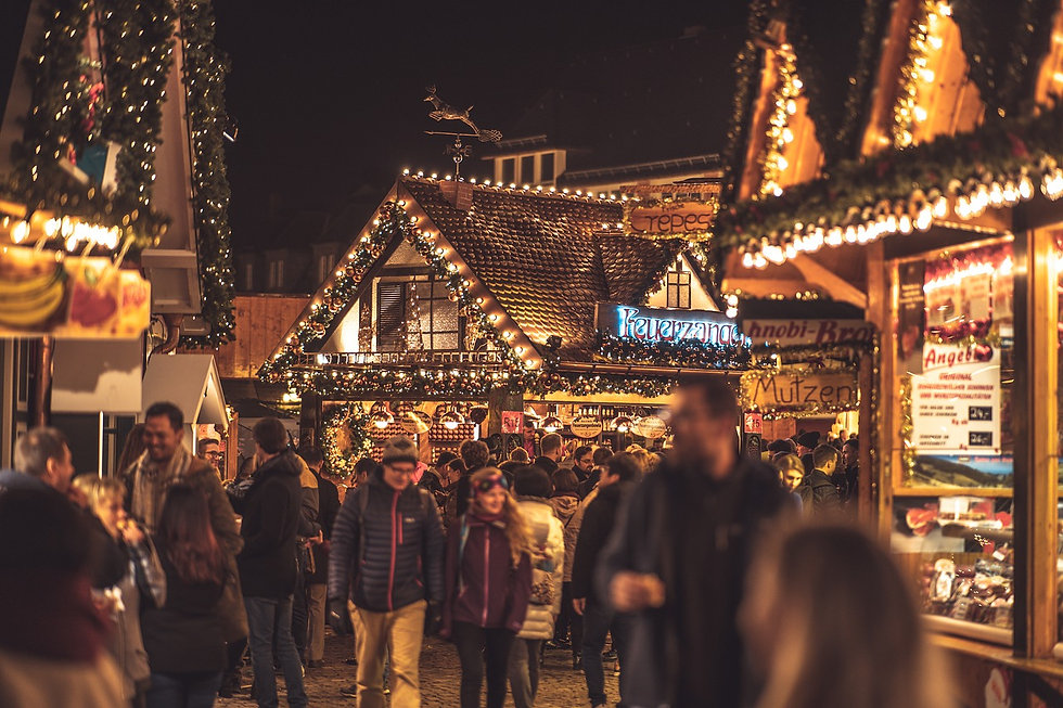 christmas-market-4705886_1280 (1).jpg