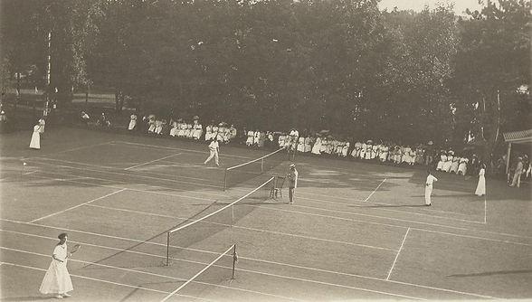 567301_web_eb.n.wp.tennis2.may11_col.jpg