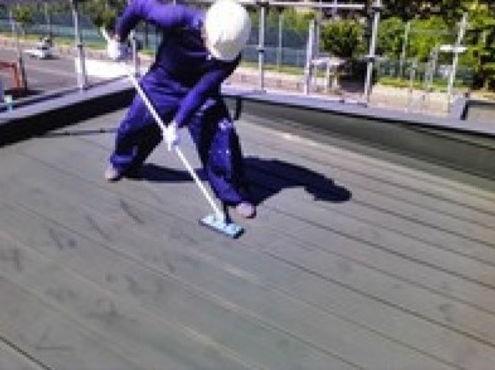 屋根の下地調整作業