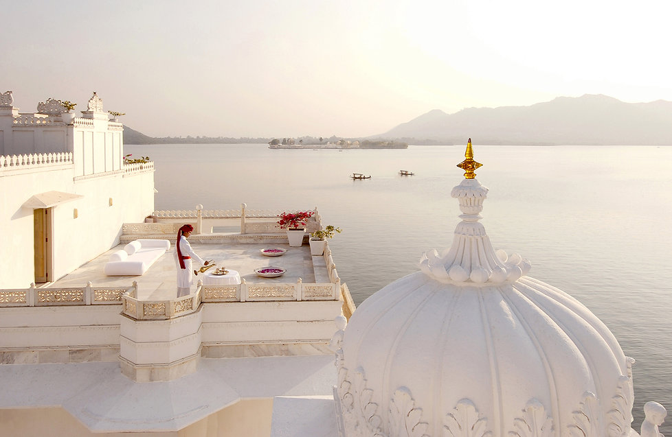 taj-lake-palace-udaipur-india-ampersand-