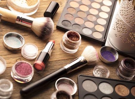 10 Things to think about when booking your Hair & Make-Up Artist