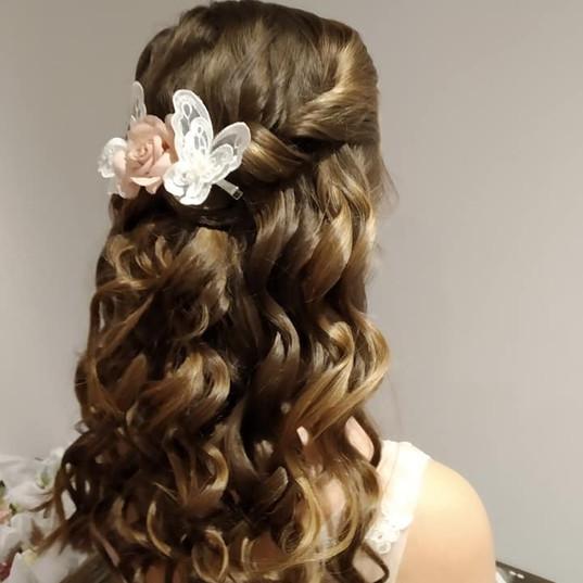 Flower girls hair - Gorgeous curls