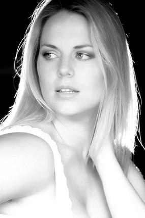 Hannah L - June '06 2664R B&W.jpg