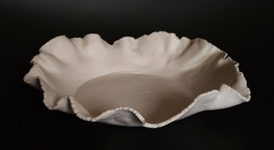 Porcelain draped dish