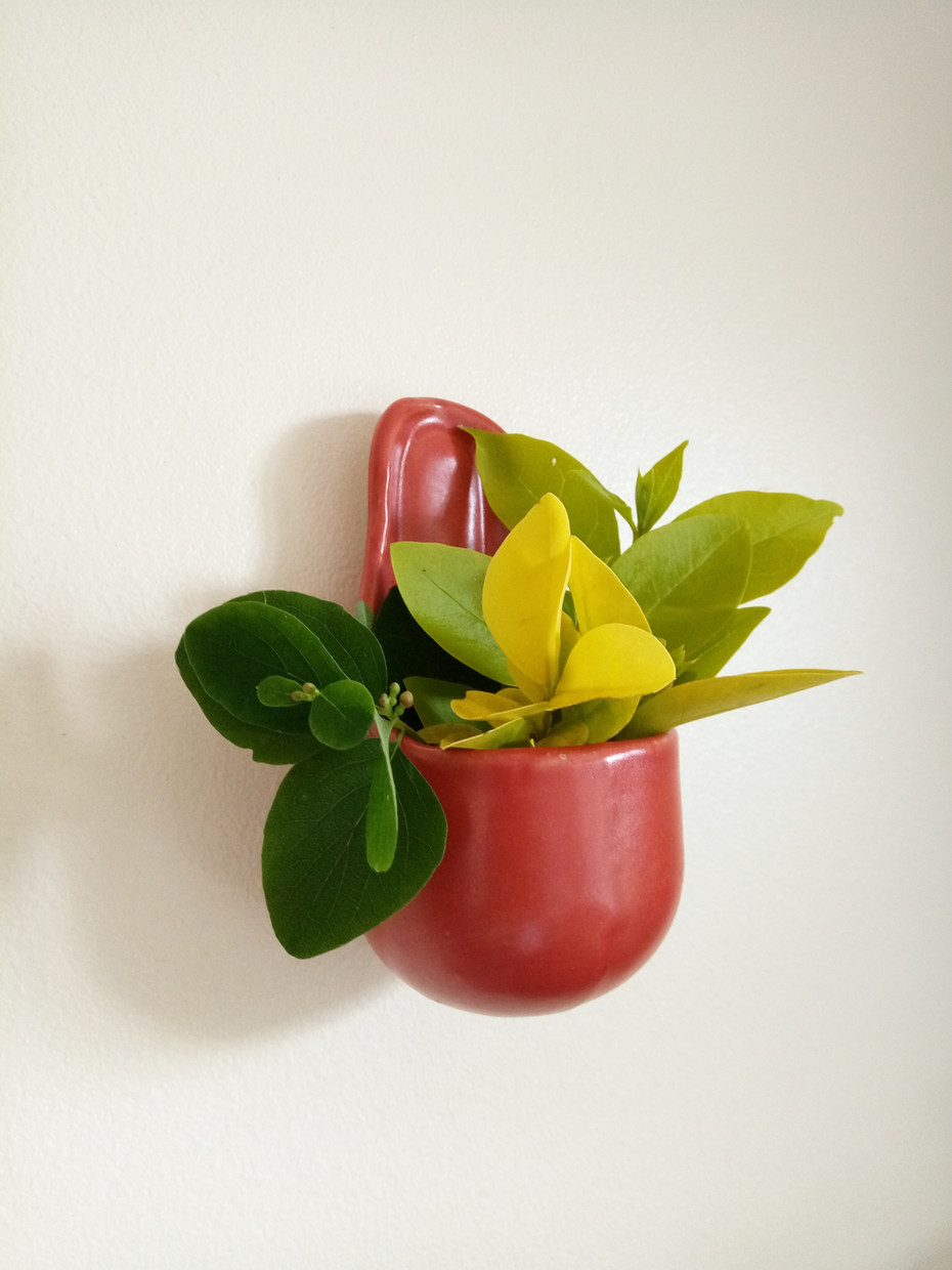 little wall pot in red