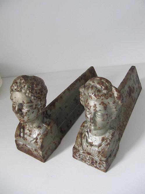 Chenets de cheminée anciens en fonte ( la paire)