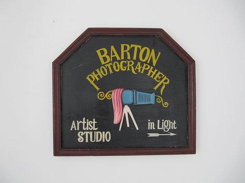 Cadre bois publicitaire relief Barton Photographer - Vintage