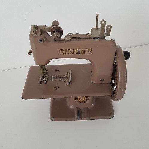 Machine à coudre miniature ancienne SINGER
