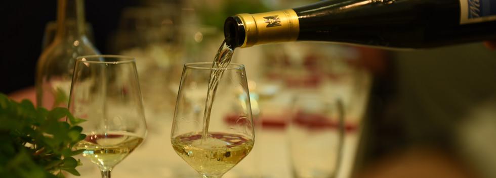wijn inschenken