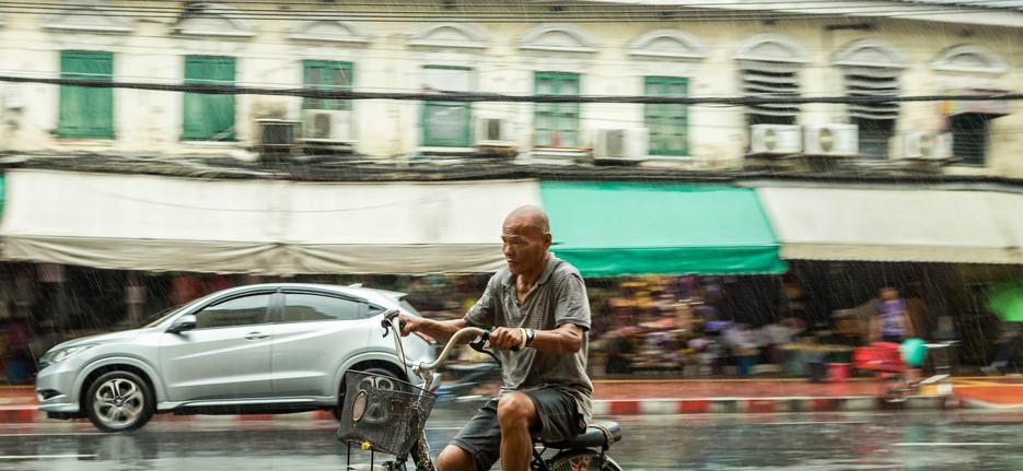 Thailand, Bangkok cyclist in the rain