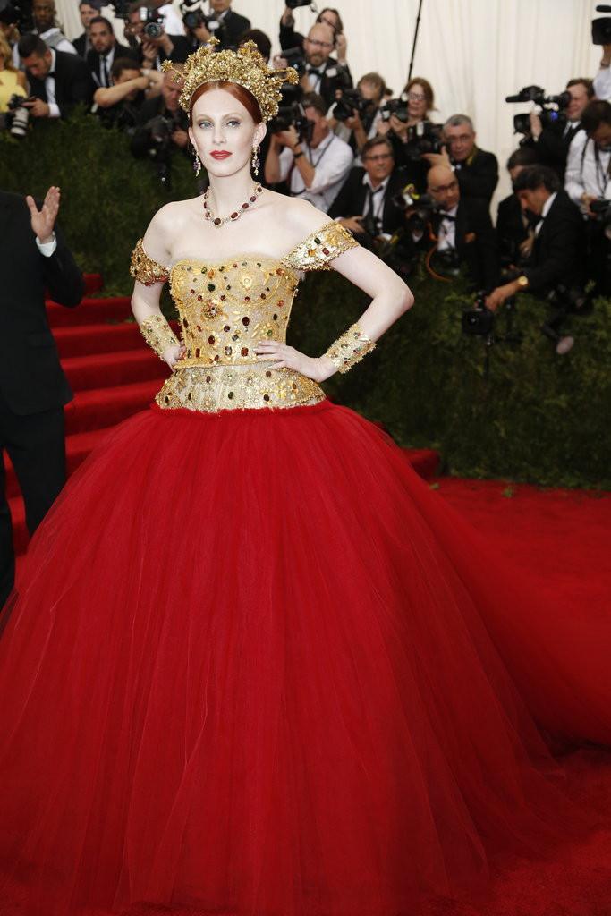 Karen Elson In Dolce & Gabbana.jpg