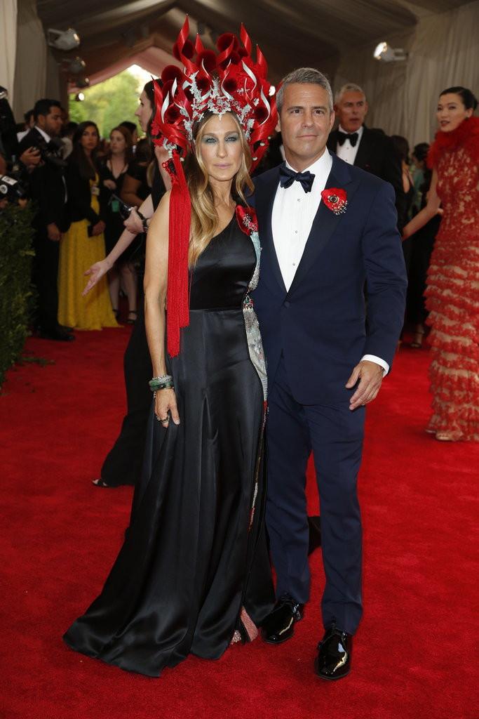 Jessica Parker (Custom H&M and Philip Treacy Hat)& Andy Cohen(Ralph Lauren).jpg