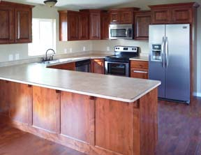 Well-designed ample kitchen