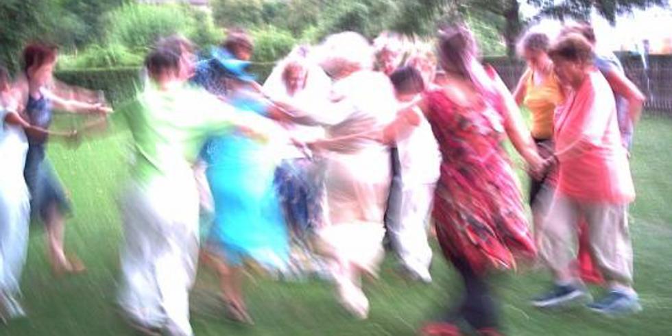 Monatliches Tanzen im Kreis - dranbleiben -