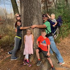 Dana and her husband and children.