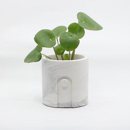Bloempot Emilia met plant in White Marble van het merk House Raccoon.