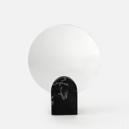 Spiegel Archie in black marble van het merk House Raccoon.