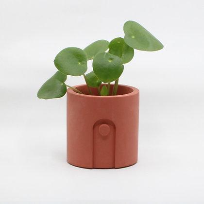 Bloempot Emilia met plant in pomegranate van het merk House Raccoon.