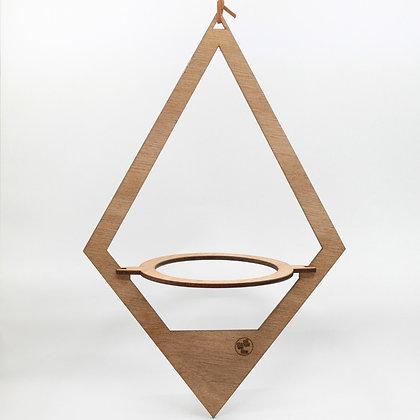Houten diamantvormige plantenhanger van het merk All Things We Like.