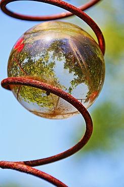 glass-ball-389775_1920.jpg