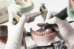 Professiya-zubnogo-tehnika-nastoyashhee-