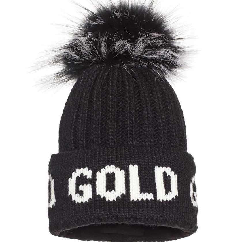 """Schwarze Damenmütze """"Hodd"""" von Goldbergh mit farblich abgesetztem """"Gold"""" Schriftzug und Pelzbommel. Preis ca. 89 Euro."""