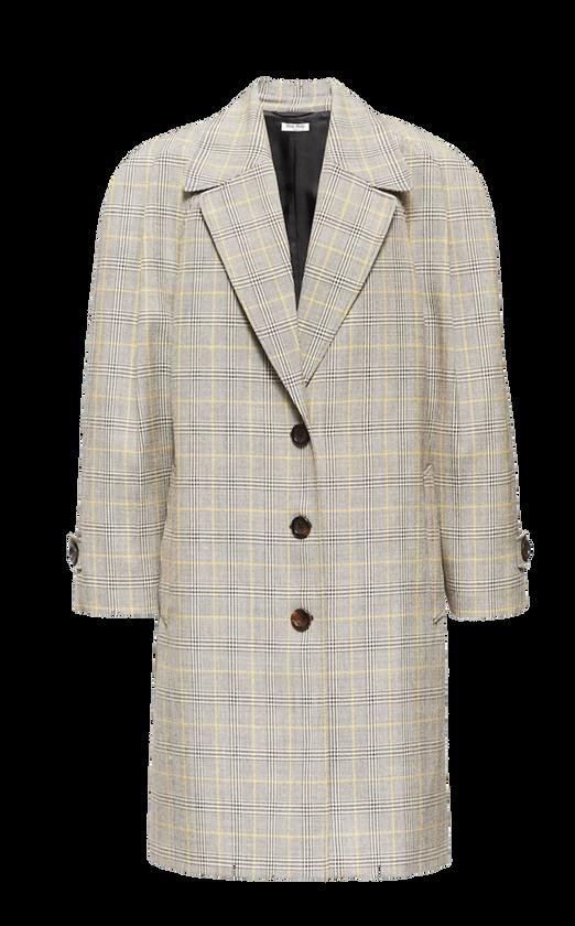Oversize-Mantel von Miu Miu mit Prince-of-Wales- Karo-Muster und Logo-Label auf der Rückseite. Preis ca. 2.250 Euro.