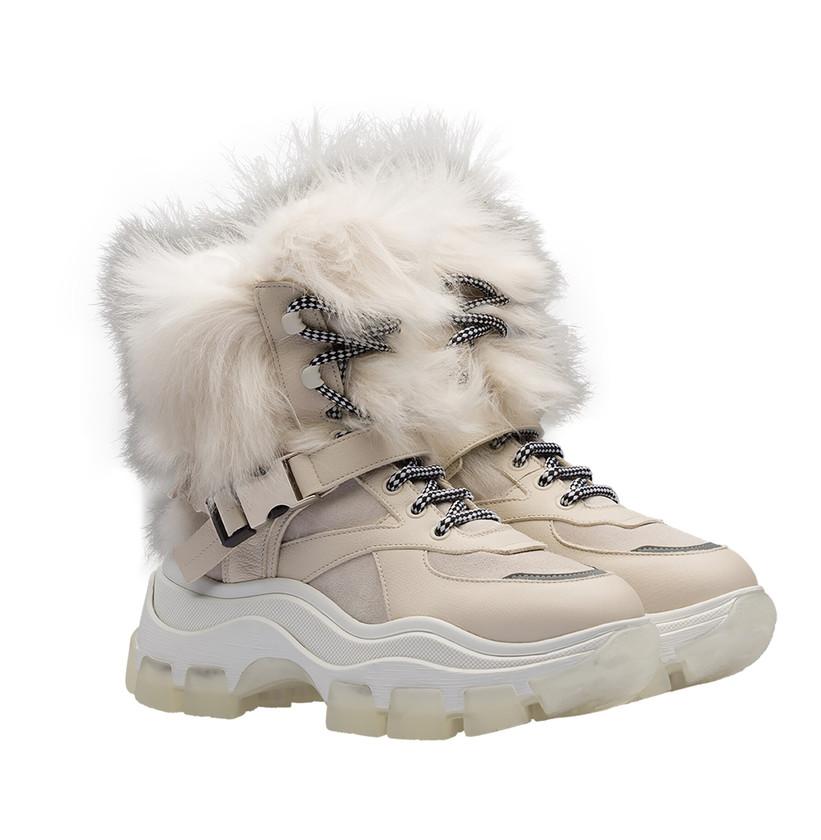 Block-Sneakers von Prada in Beige und Weiß mit Fellbesatz. Preis ca. 1.100 Euro.