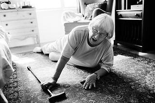elderly-woman-fell-on-the-floor-VWJ486F.jpg