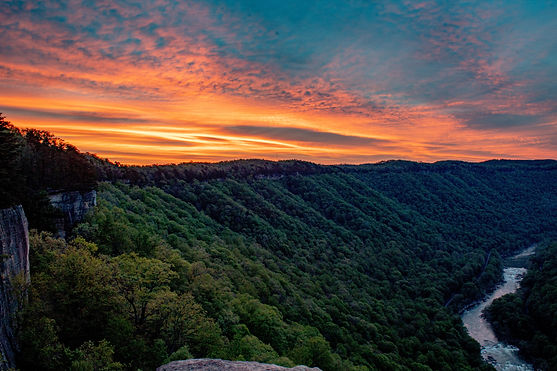 sunrise-over-the-new-river-gorge-in-west-virginia_t20_2Ko2d6-min.jpg