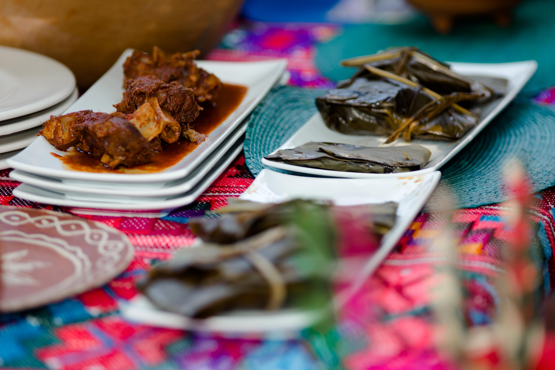 Platillos preparados por cocineras tradicionales