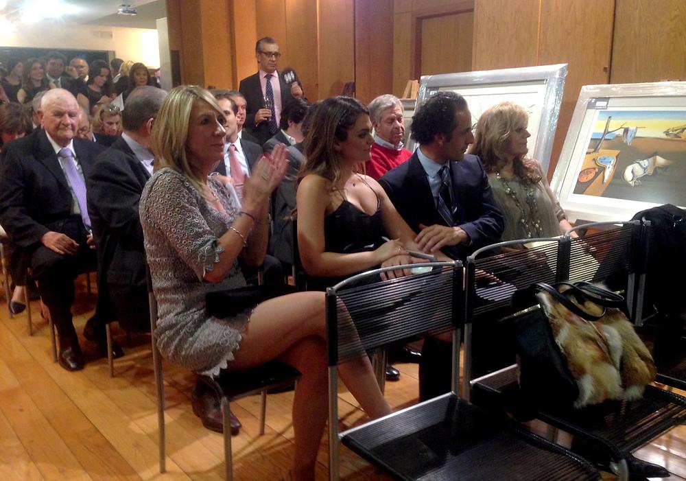 Momentos de la subasta a cargo del Círculo Víctor Hugo