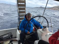 Skipper allein im kalten Wind
