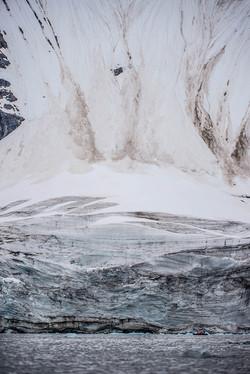 Svalbard glacier face zodiac-6306_WEB
