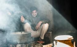chai wallah in sunbeam Ranthambore-5005.