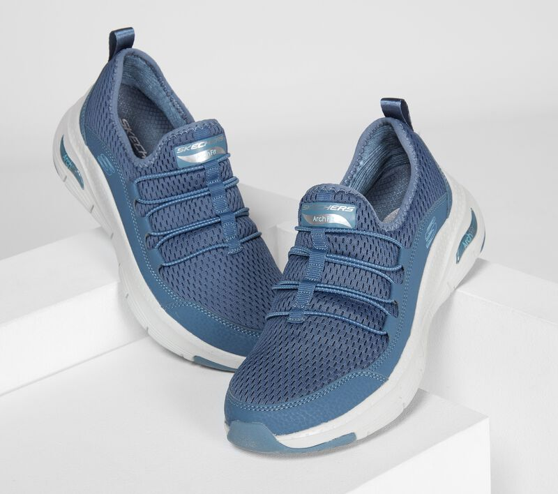 Sketchers Arch Fit sneakers