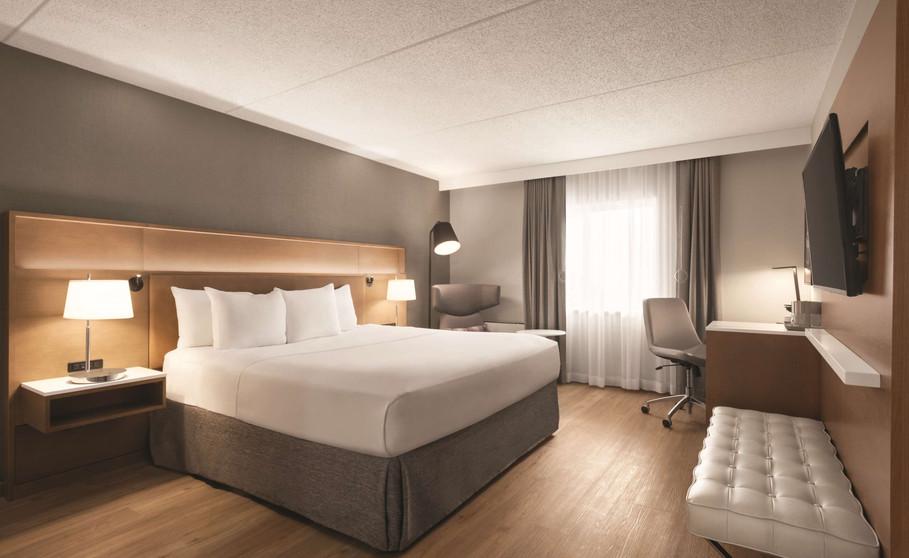 King Bed Room.JPG