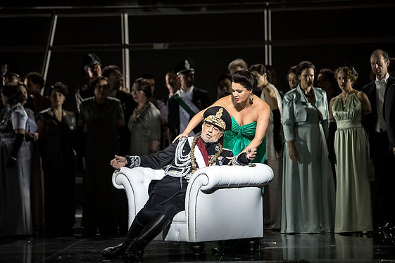 """בית האופרה הממלכתי של ברלין (השטאצאופר) נפתח מחדש בעונת 2017-2018 לאחר 7 שנים של שיפוצים. ההפקה הבולטת של עונת הפתיחה היתה """"מקבת"""" מאת ורדי, אשר עלילתה מבוססת על המחזה הידוע מאת וויליאם שקספיר."""