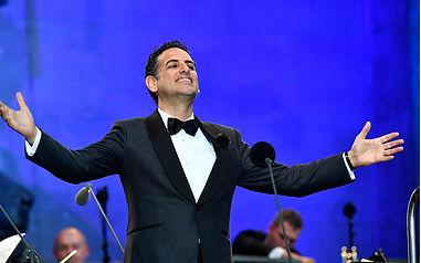 הקונצרט השנתי בככר אודאון במינכן, הוא מאירועי החוצות הלוהטים של עולם המוזיקה הקלאסית.