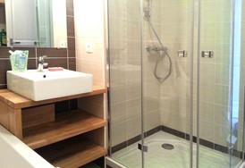 Les Saligues, la douche