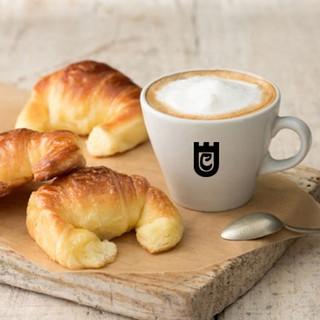CAFE CON MEDIALUNAS2.jpg