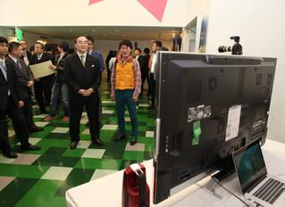 徳島県知事に4Kを体感してもらいました